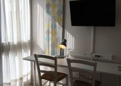 hotel valence, Saint-Peray, Guilherand-granges, chambre confort,coin bureau